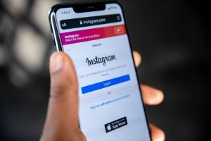 Instagram feed on the site using js